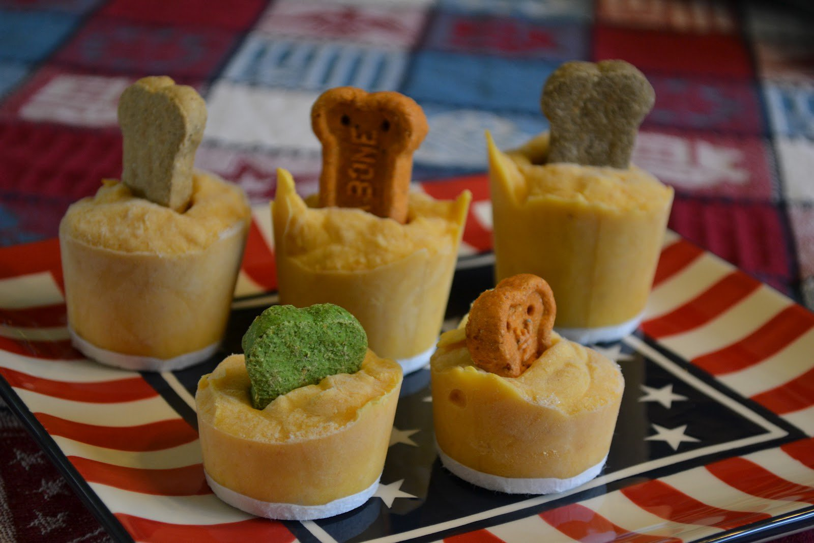 Pumpkin is good for your dog, so why not turn it into a delicious frozen treat? Your dog will love these pumpkin cubes!