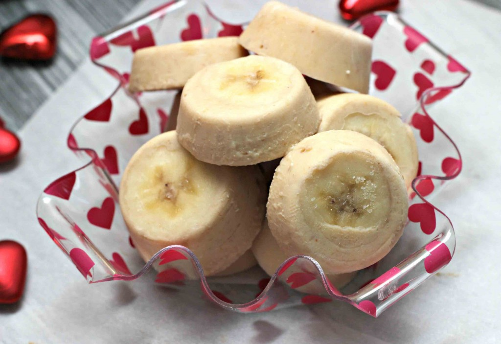 For an incredibly easy frozen doggie treat, simply cut up and freeze a banana.