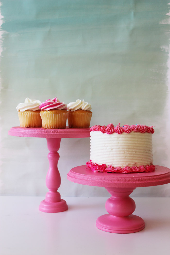 Affordable cake stands that you can make yourself. Via Poppy Talk.