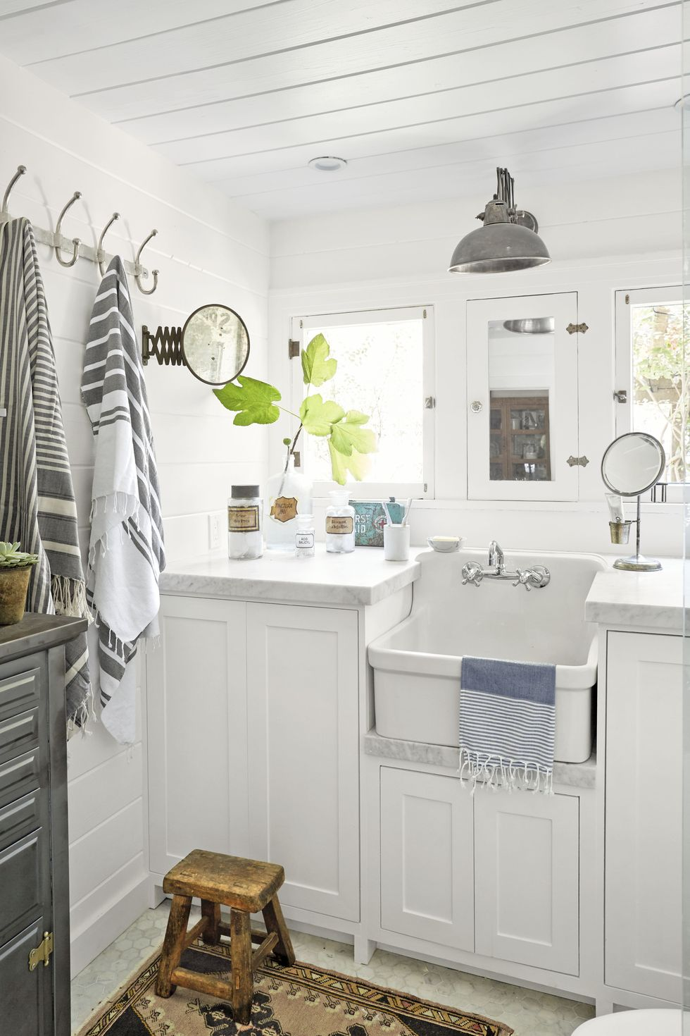 It works even on a small bathroom! Source: Country Living