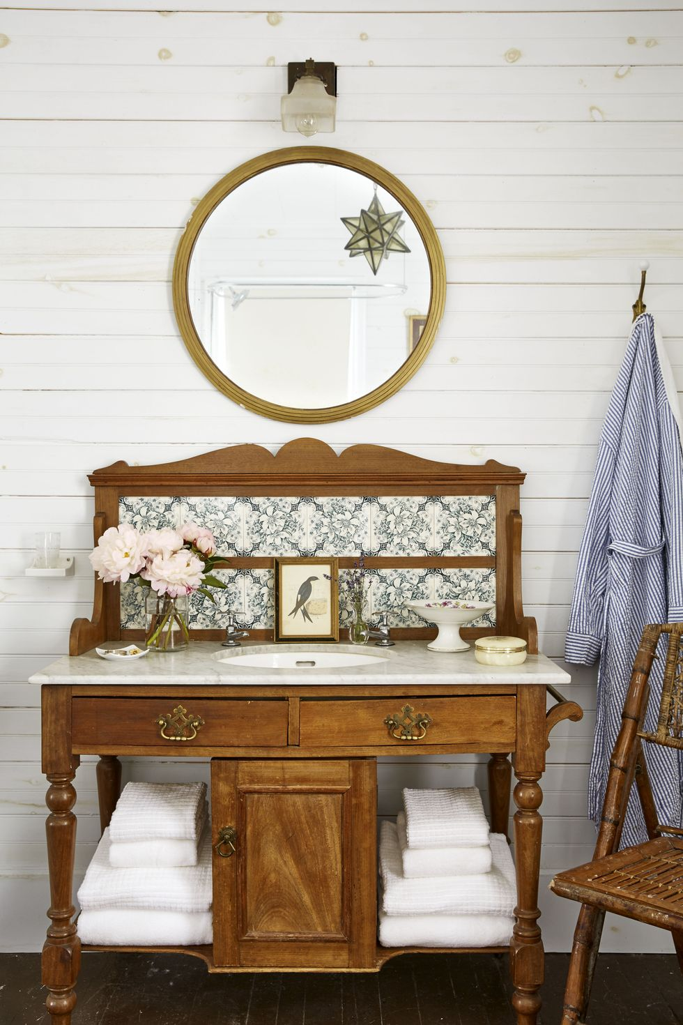 The bathroom can also have a rustic theme. Source: The Inter Course